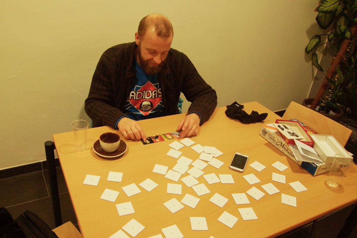 Erinnern und Ordnen. Oder Erinnerungen ordnen. So könnte man das Gespräch mit Thomas Gansch beim Memory-Spielen beschreiben.