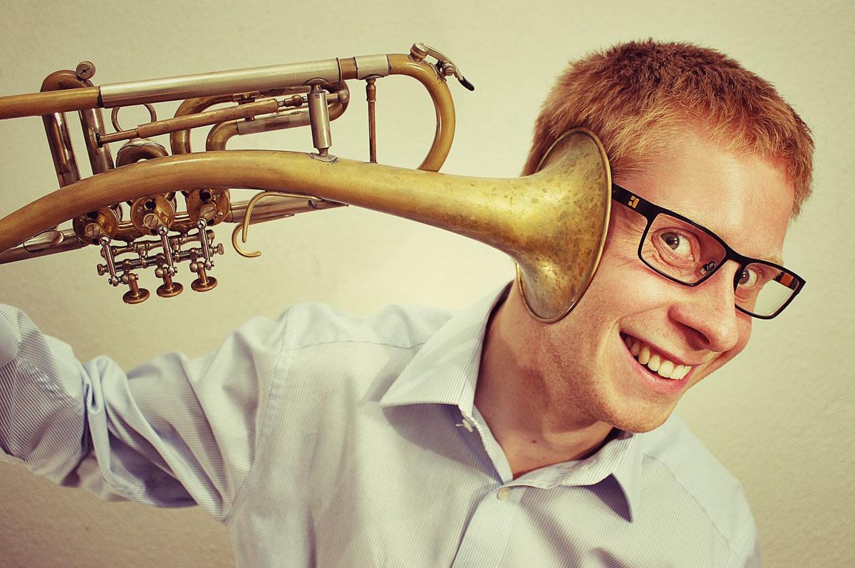 Direkt ans Hirn angeschlossen. Christian Grässlin ist sicher trompetenverrückt.