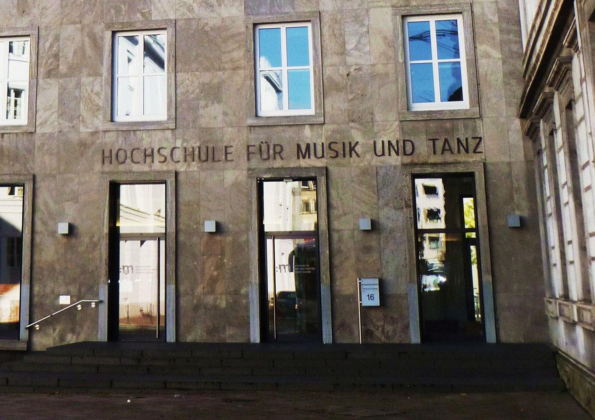 Die Musikhochschule bietet sicher ein gutes Rüstzeug, doch nicht jeder Absolvent führt danach automatisch das Leben eines Bilderbuch-Profimusikers.